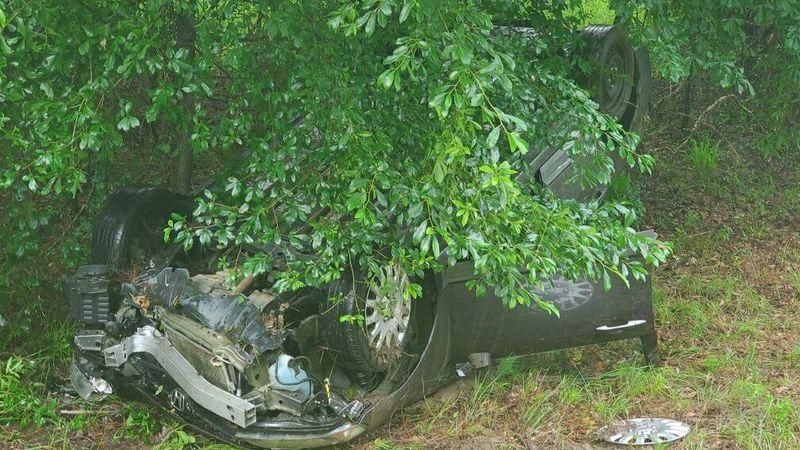 Single vehicle crash leaves one injured in Lee Co.