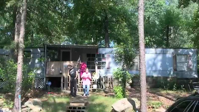 Cataula residents forced to move out trailer park; owner says it's too costly to run
