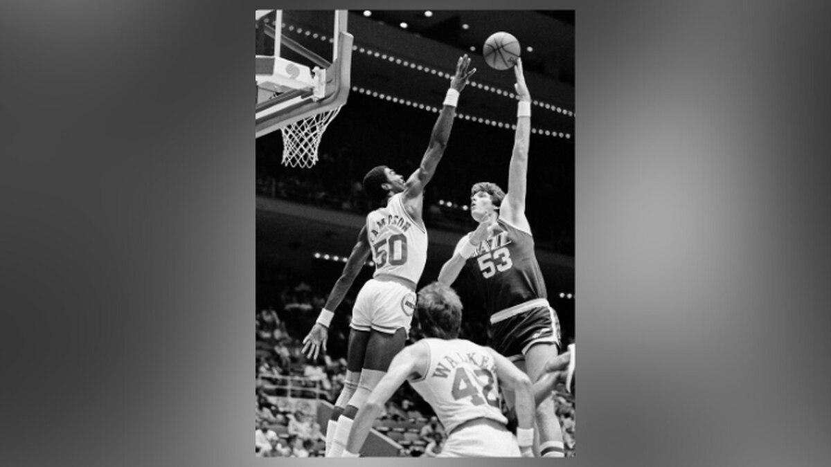 FILE - In this Nov. 11, 1983, file photo, Utah Jazz center Mark Eaton , right, puts a hook shot...