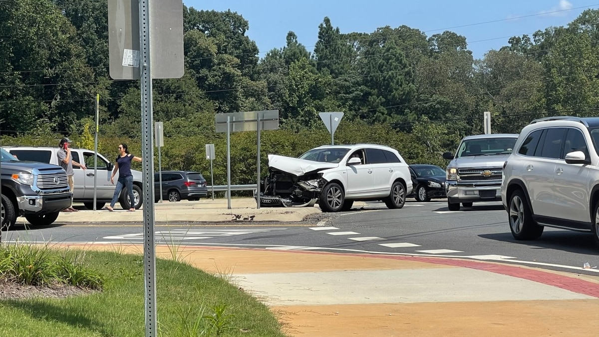 TRAFFIC ALERT: Single-vehicle crash at River Road roundabout in Columbus