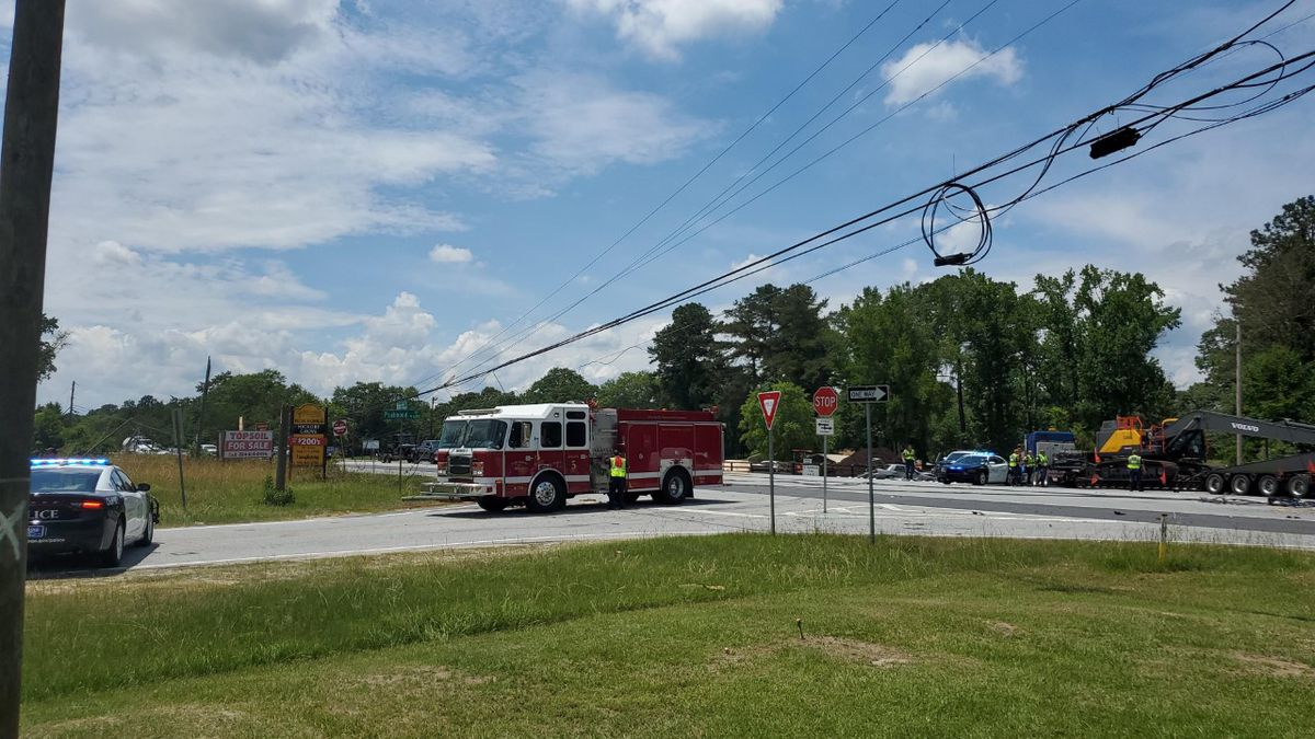 Police on scene of 8-vehicle wreck on Psalmond Rd.