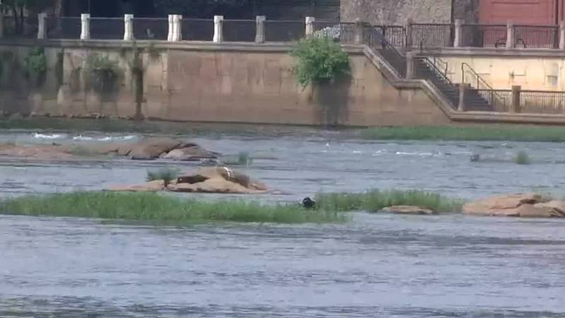 Columbus man orders children off rocks at Chattahoochee River, hopes people will take river...