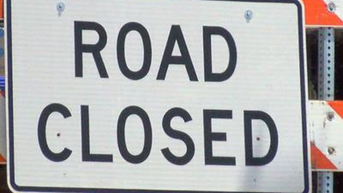 A single-vehicle crash has resulted in a section of US 80, near Alabama 51, closed.