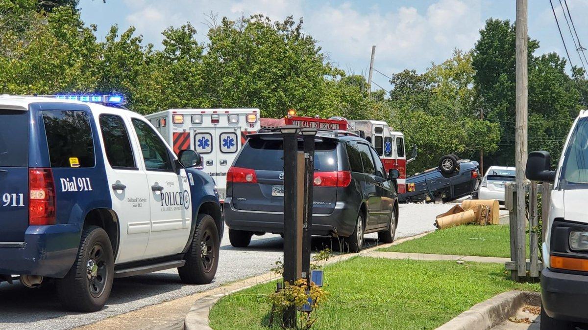 Columbus police, EMS on scene of car crash on 14th St.