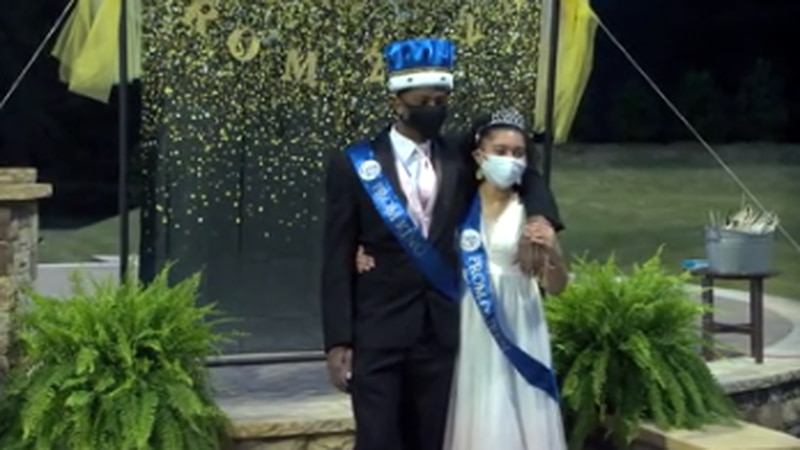 Parents organize private prom for Columbus High School students