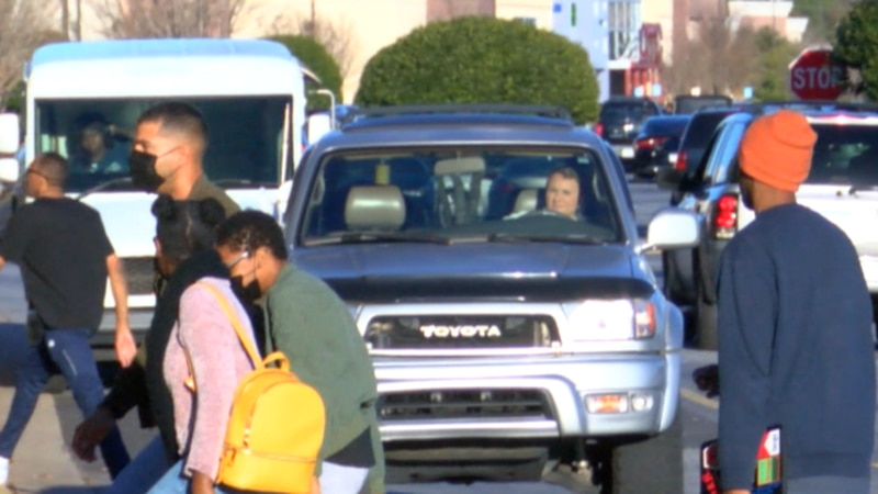 Last minute Christmas shoppers at Columbus Park Crossing Tues. afternoon