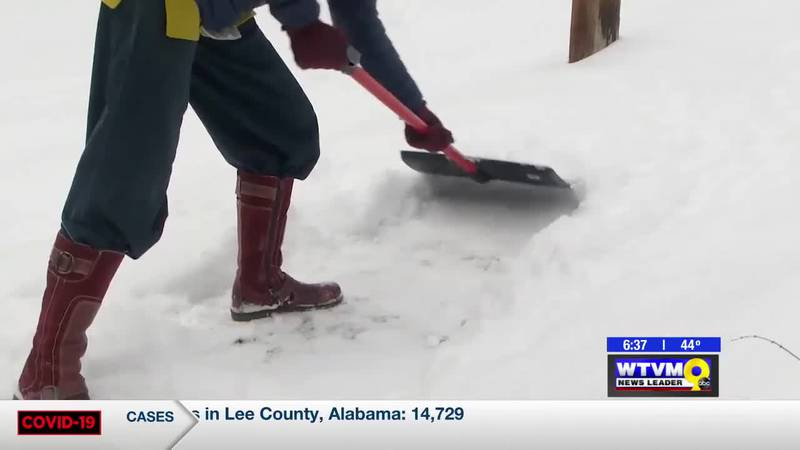 Power of Goodwill: Ohio woman spends days shoveling snow
